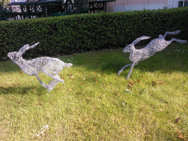 Fleeting hares wire sculpture by Lindsay Waring